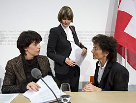 Women's power for a vote on the EU labour treaty - ministers Leuthard, Calmy-Rey and Widmer-Schlumpf
