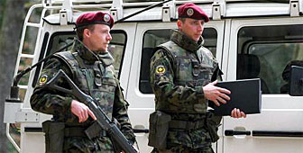 Two soldiers from the Swisscoy contingent in Kosovo