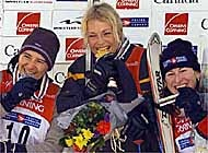 Bodmer (left) celebrates with Traa (centre) and bronze medallist Tami Bradley