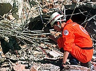 Swiss rescue workers are active in the earthquake zone