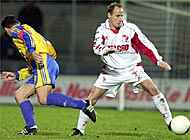 Sion player, Marc Hottiger, (right) takes the ball away from Grasshoppers' Stéphane Chapuisat