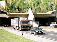 Traffic returned to normal in the Gotthard tunnel on Saturday after two days of delays