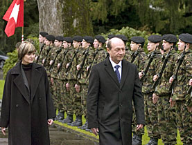 Micheline Calmy-Rey welcomed her Romanian counterpart Traian Basescu