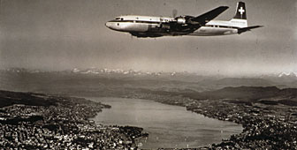 Douglas DC7 flying over Zurich (picture: Luftbild Schweiz)