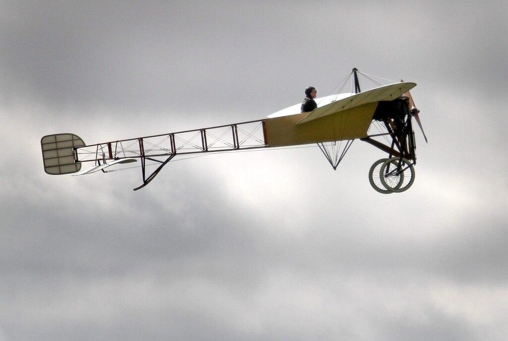 vor 100 jahren erfolgte der erste flug ber die alpen. Black Bedroom Furniture Sets. Home Design Ideas
