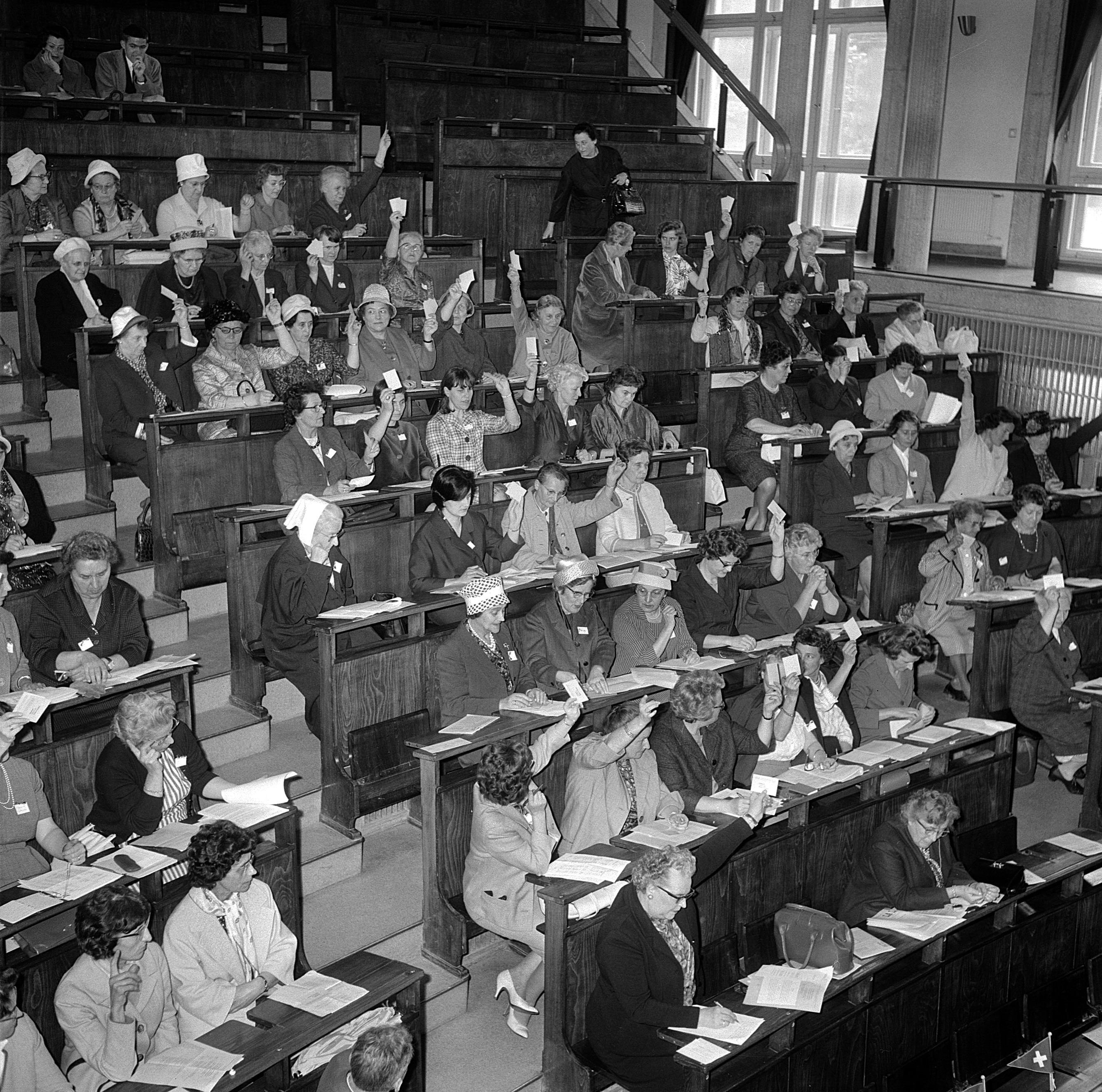 1963. Réunion des déléguées de l'Union suisse pour le suffrage féminin.