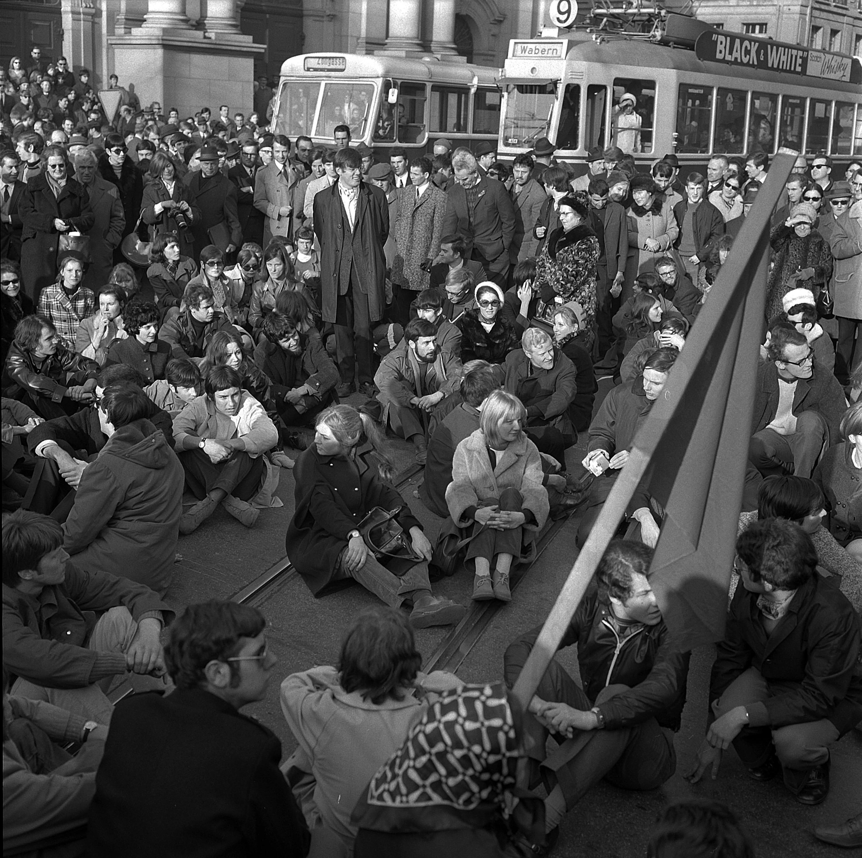 1969年、女性参政権を求めてベルンに行進