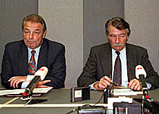 A dejected René Felber (right) reacting to Switzerland's rejection of the EEA in 1992