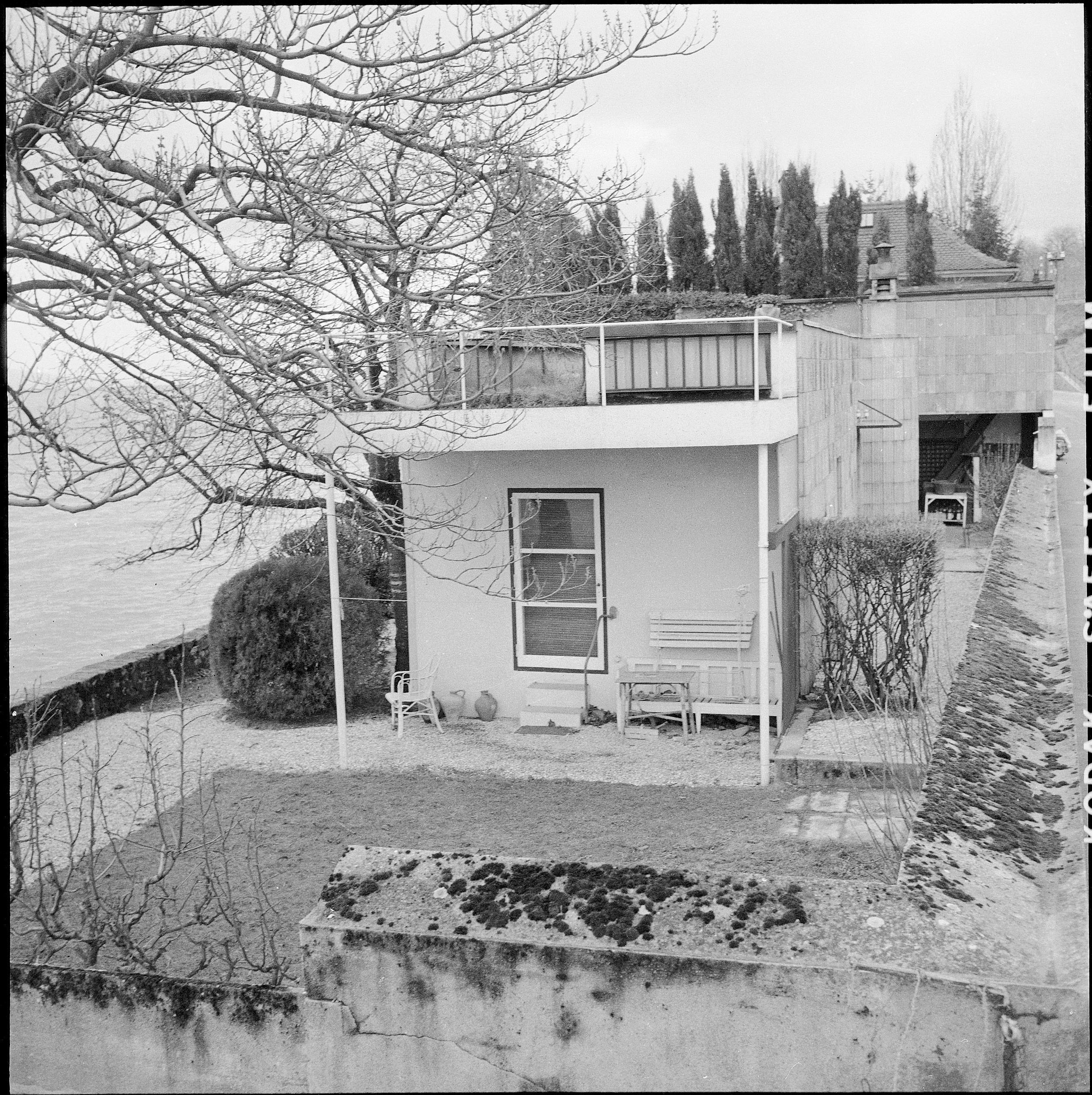 Small villa next to Lake Léman, Corseaux, Switzerland (1923)  (RDB)