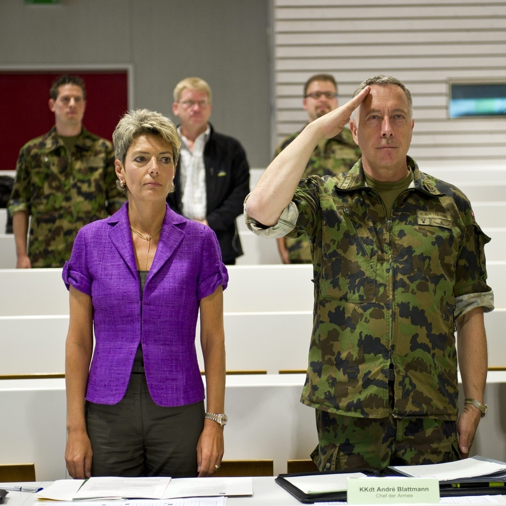 The St Gallen politician Karin Keller-Sutter and army chief André Blattmann at an information day for recruits, 2010.  (Keystone/Fabrice Coffrini)