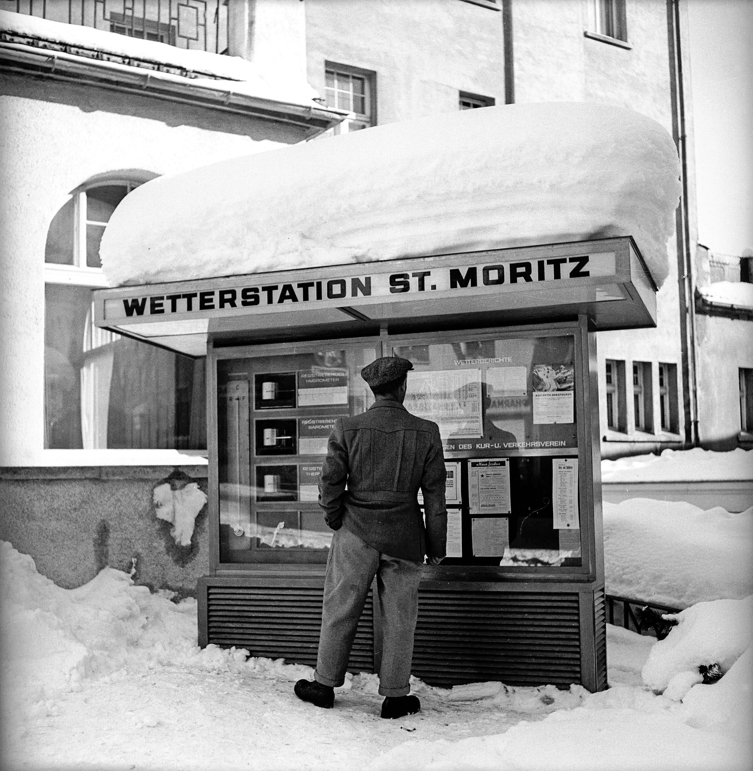 La neige est au rendez-vous, comme l'atteste le toit de la station météorologique de Saint-Moritz.