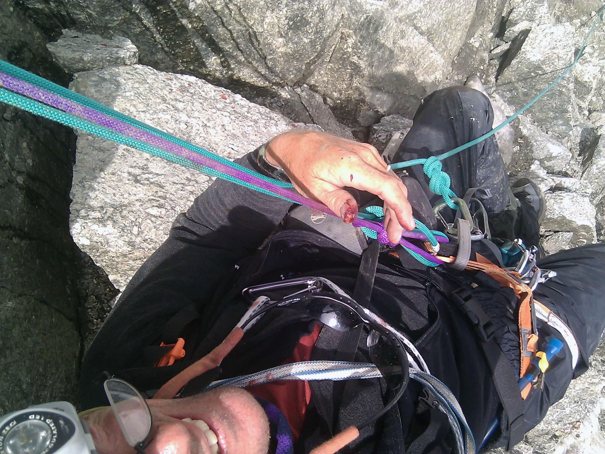 """1 de julho de 2010: """"Eu cai da corda. Esta tudo ok, mas possivelmente quebrei uma costela. Estou esperando o helicóptero de socorro."""""""