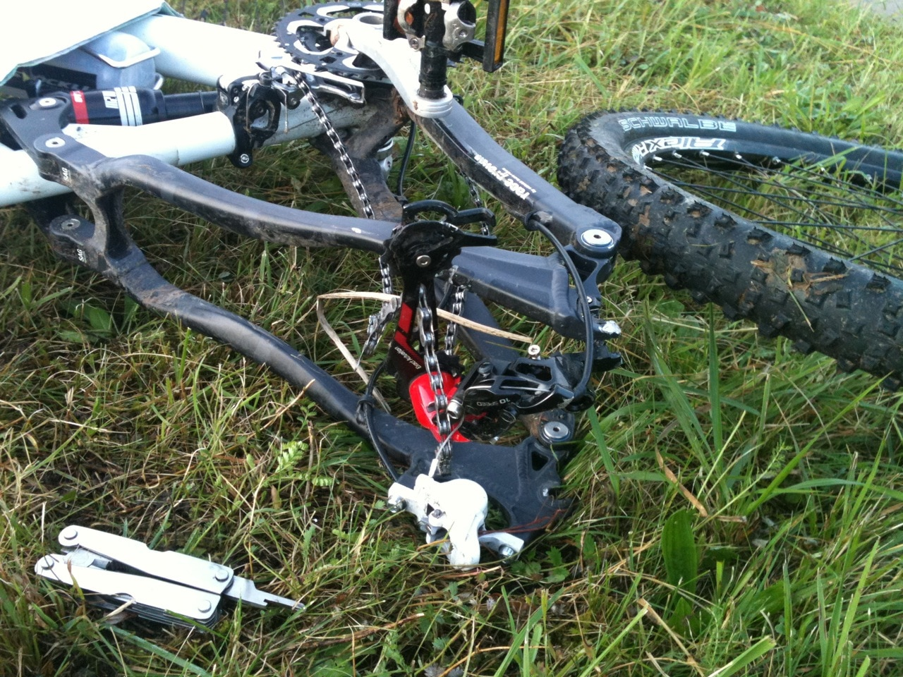 "October 11, 2010: (near northernmost point of Switzerland): ""I don't know how it happened. I was riding yesterday and the derailleur seized up and I fell over forward. I think it got bent during my 'bike-whac​king' through bushes and vines."""