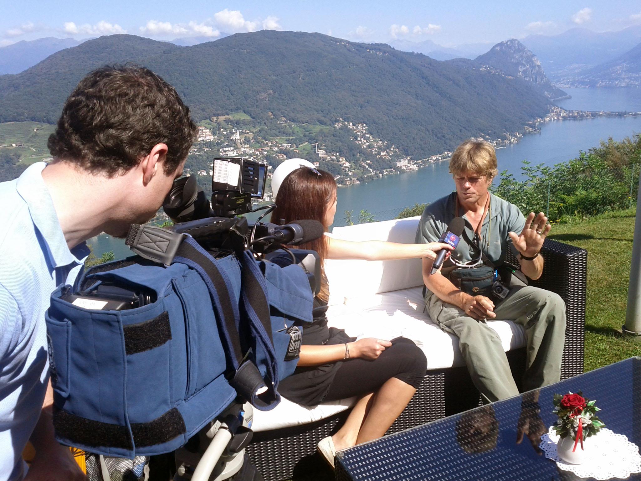 """13 de agosto de 2011: """"Uma entrevista para a televisão privada no cantão do Ticino emSerpiano."""""""