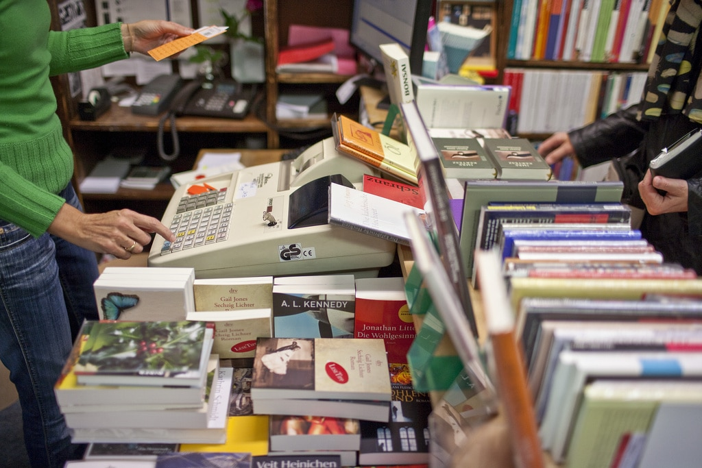 Buying Swiss books comes at a price - SWI swissinfo.ch