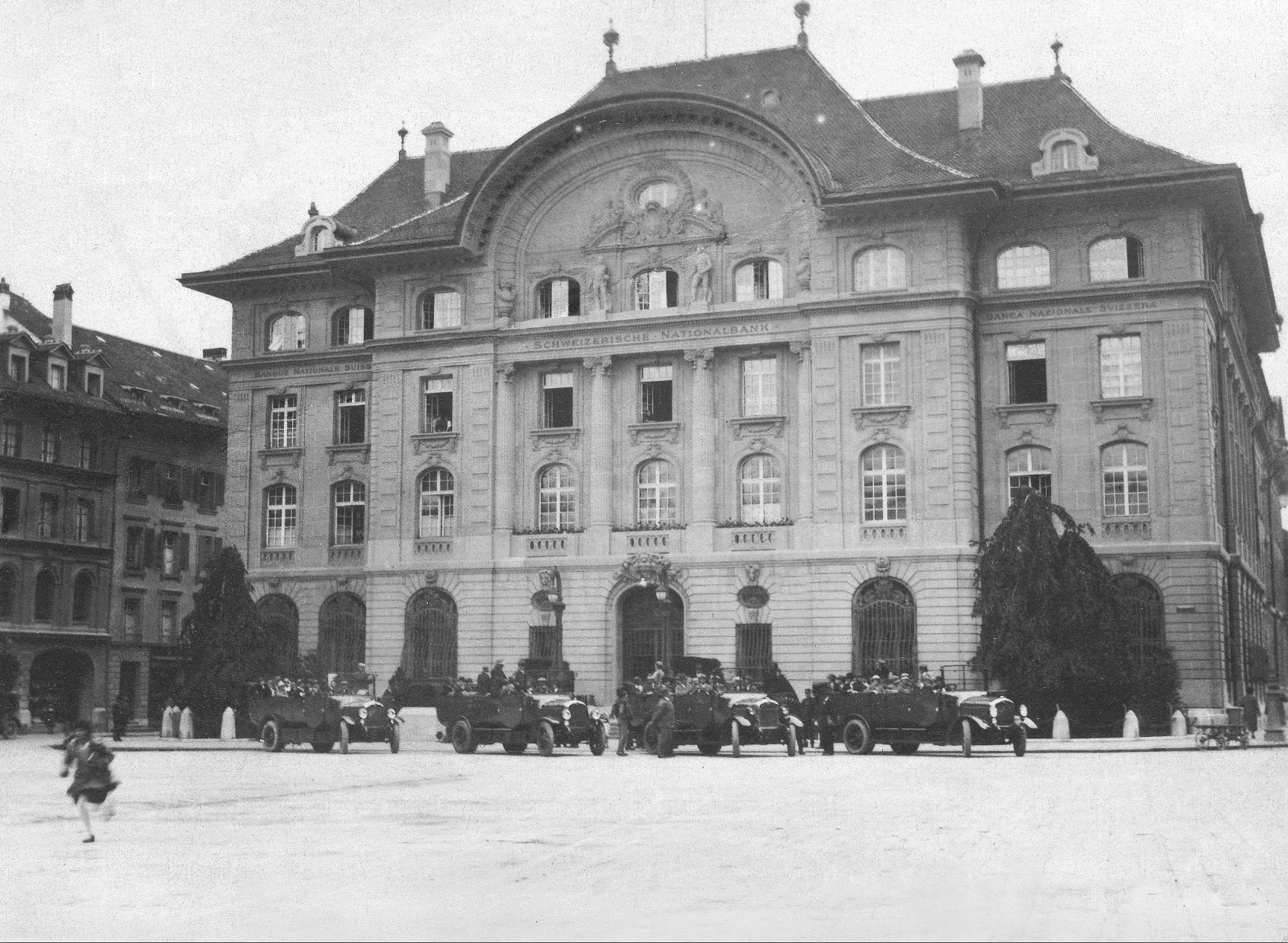 A 1930 view of the main facade of the national bank building designed by Eduard Joos (SNB)