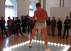 The St Gallen exhibition includes live go-go dancing (swissinfo)