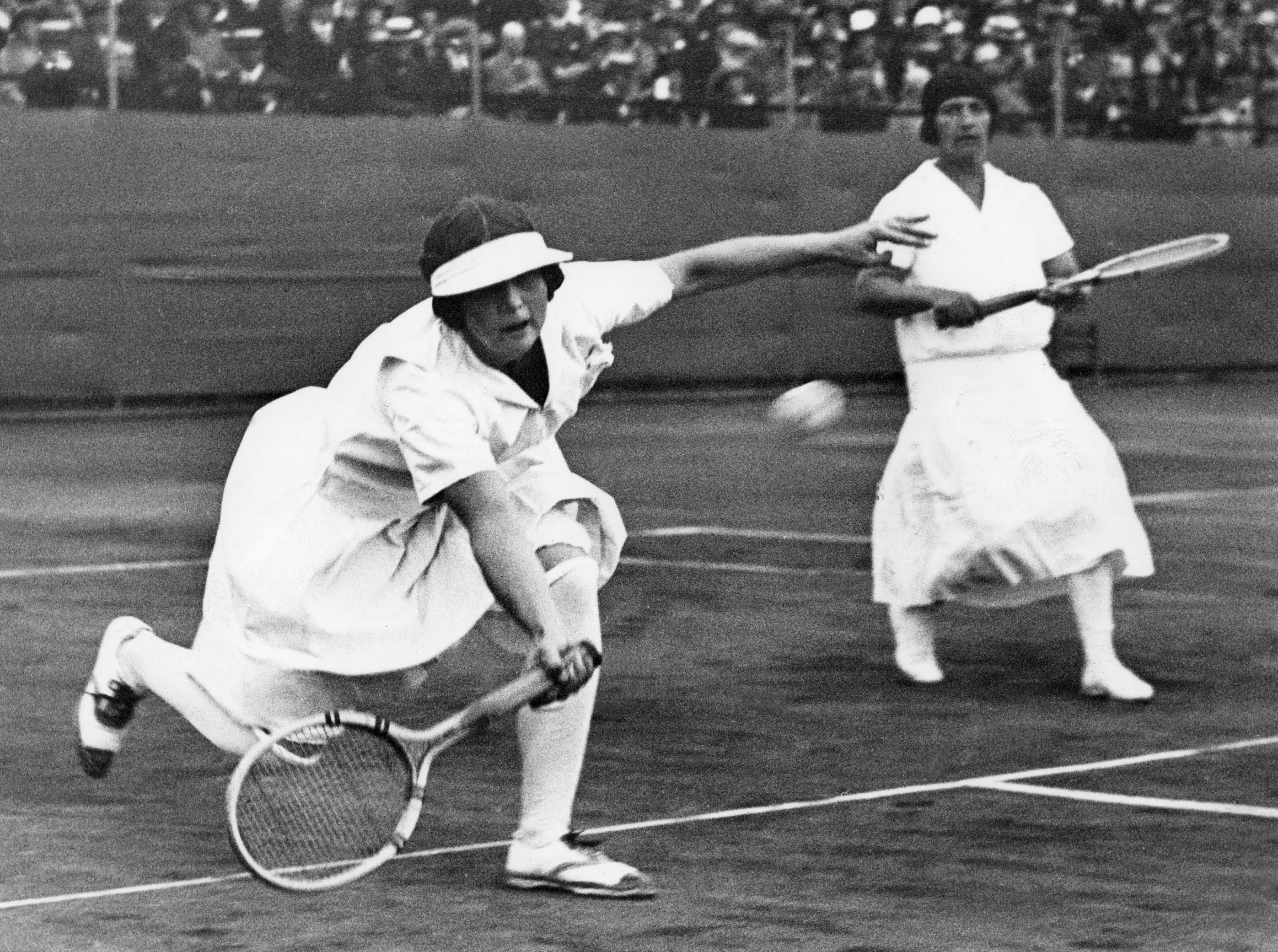 A tenista americana Helen Wills Moody foi uma verdadeira estrela. Em dupla com Hazel Wightman, ganharam a medalha de ouro nos JO de Paris, em 1924. Depois disso, o tênis só voltou às Olimpíadas em 1988. Helen também ganhou a medalha de ouro em simples. Em sua carreira, ela ganhou 31 torneios Grand Slam