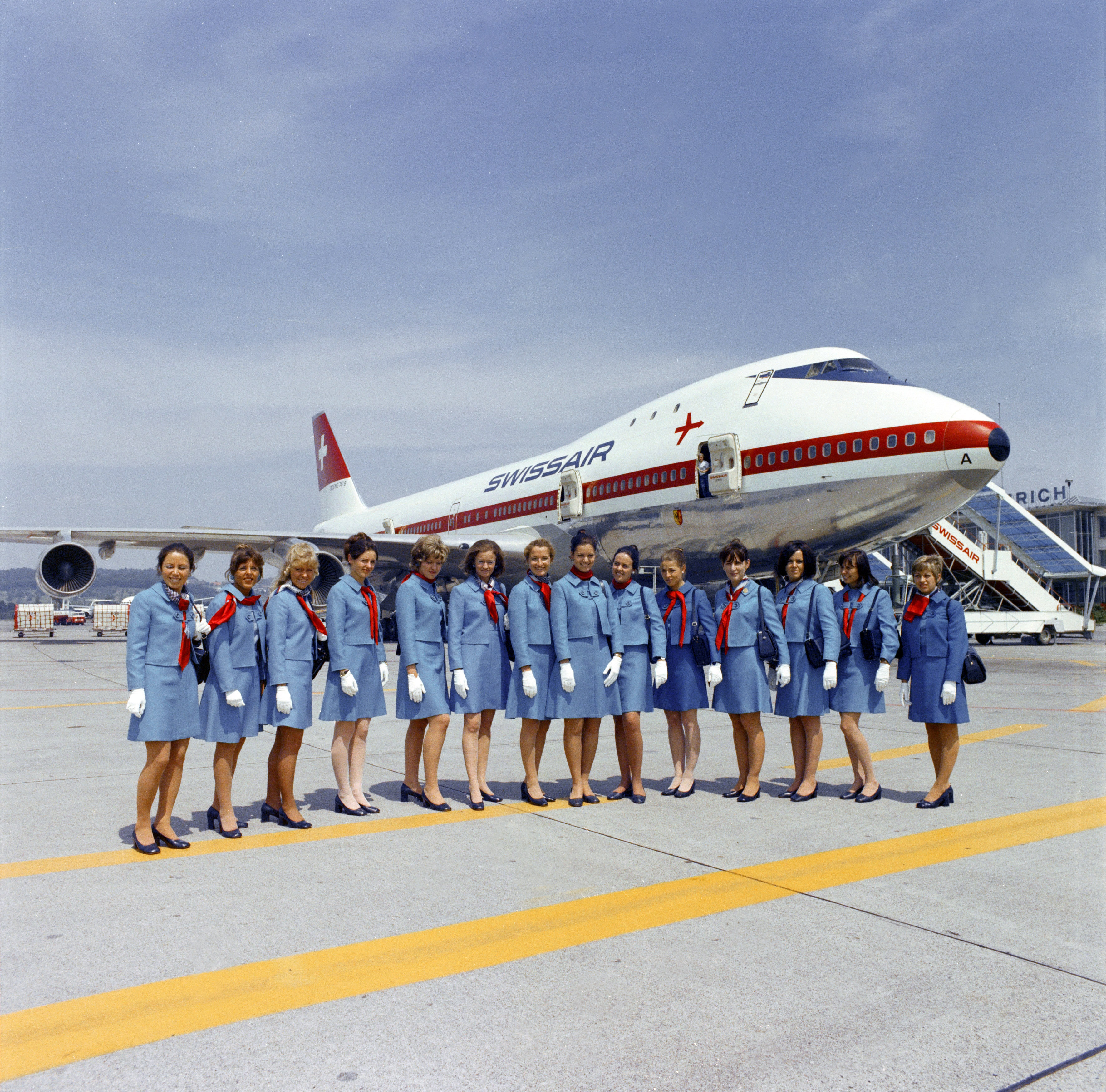 Successful candidates of a flight attendant course line up in front of a Boeing 747 at Zurich in 1971