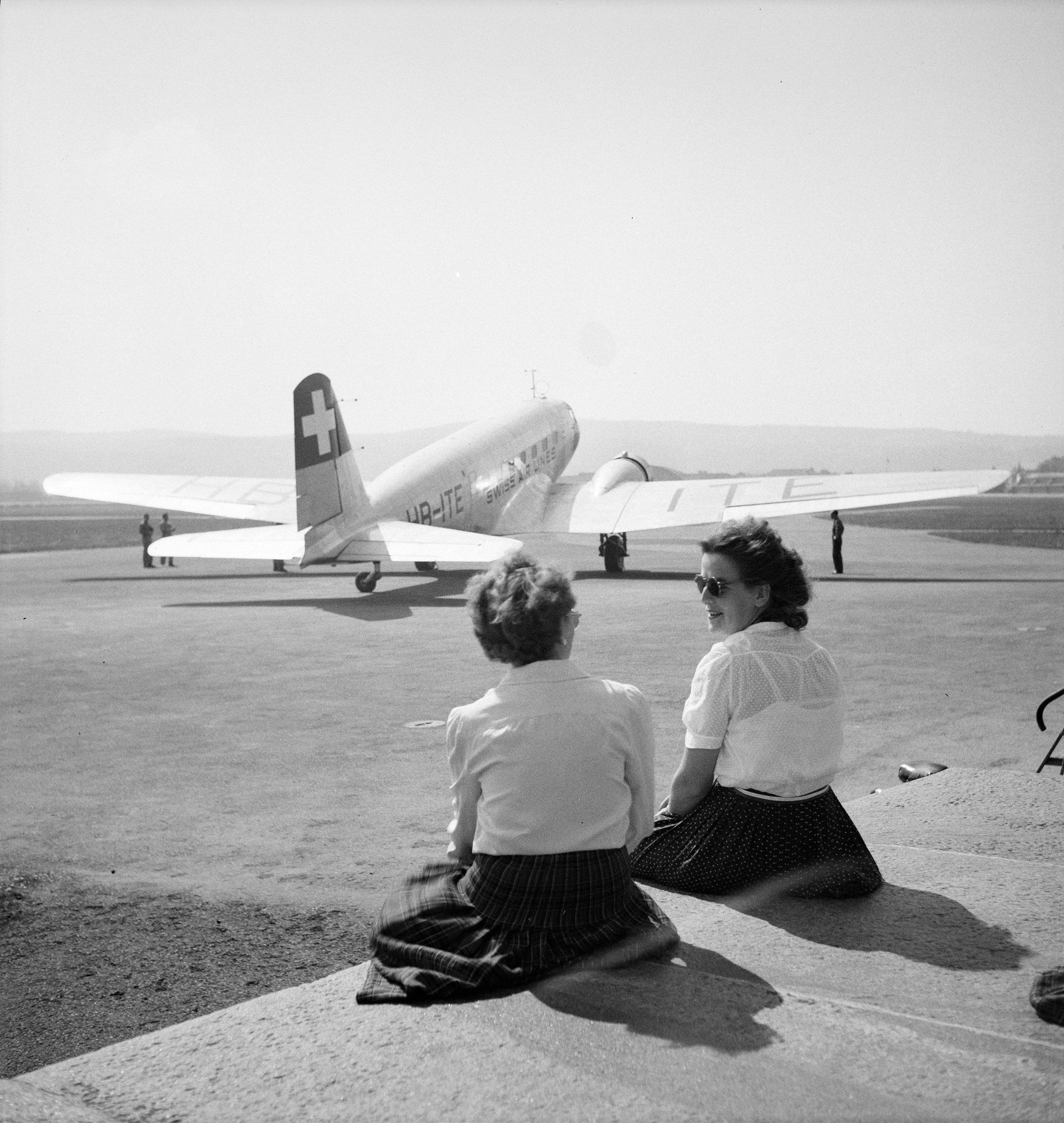 A DC-2 and early planespotters at Dübendorf in the 1940s