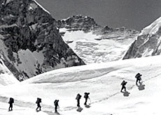 Sherpas on their way to the summit of Everest (photo: SSAF)