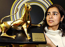 "Pakistani director, Sabiha Sumar, lifts the Golden Leopard award she received for her film ""Khamosh Pani"""