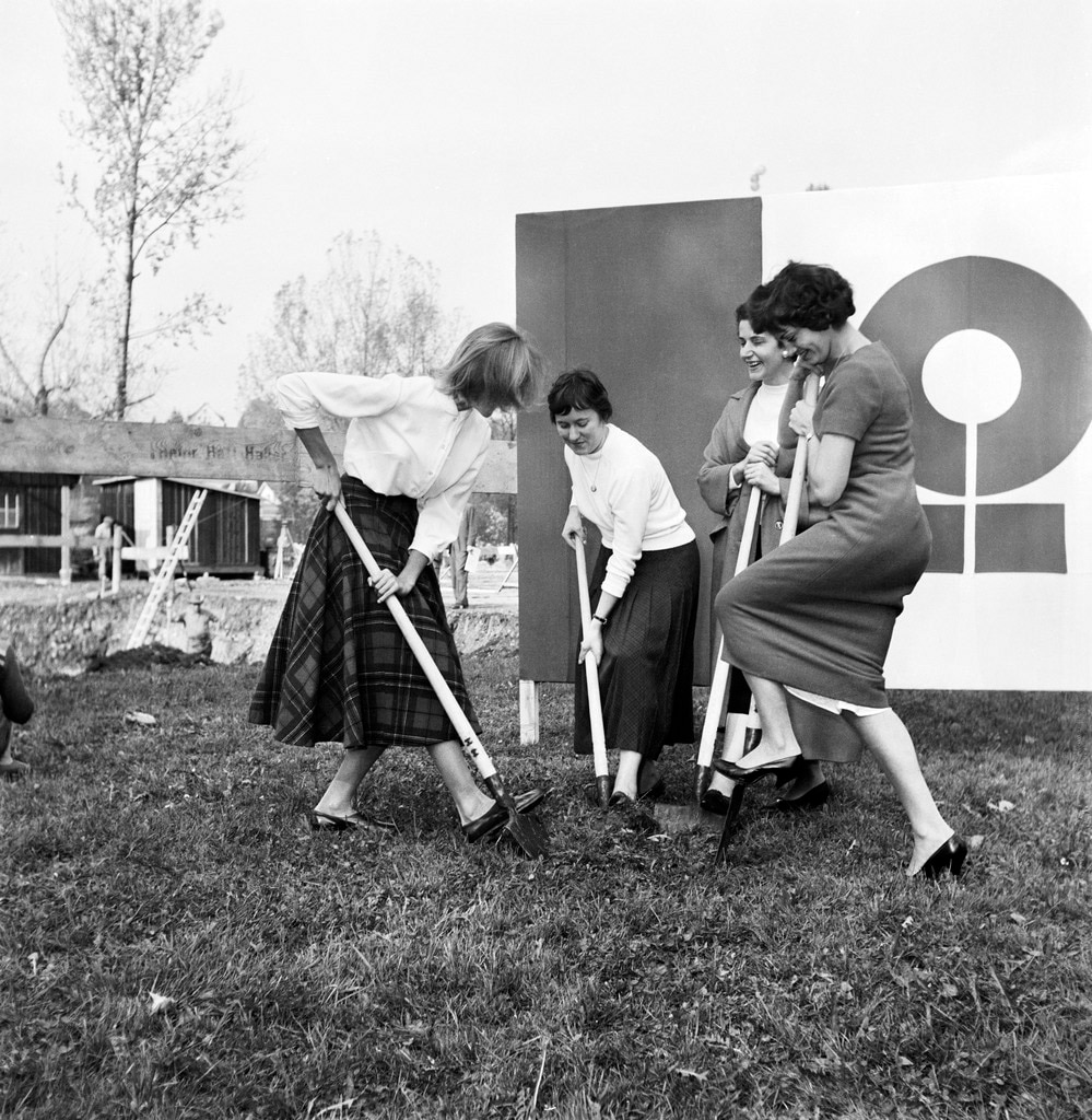 Groundbreaking ceremony in 1957: four women representing the four national languages