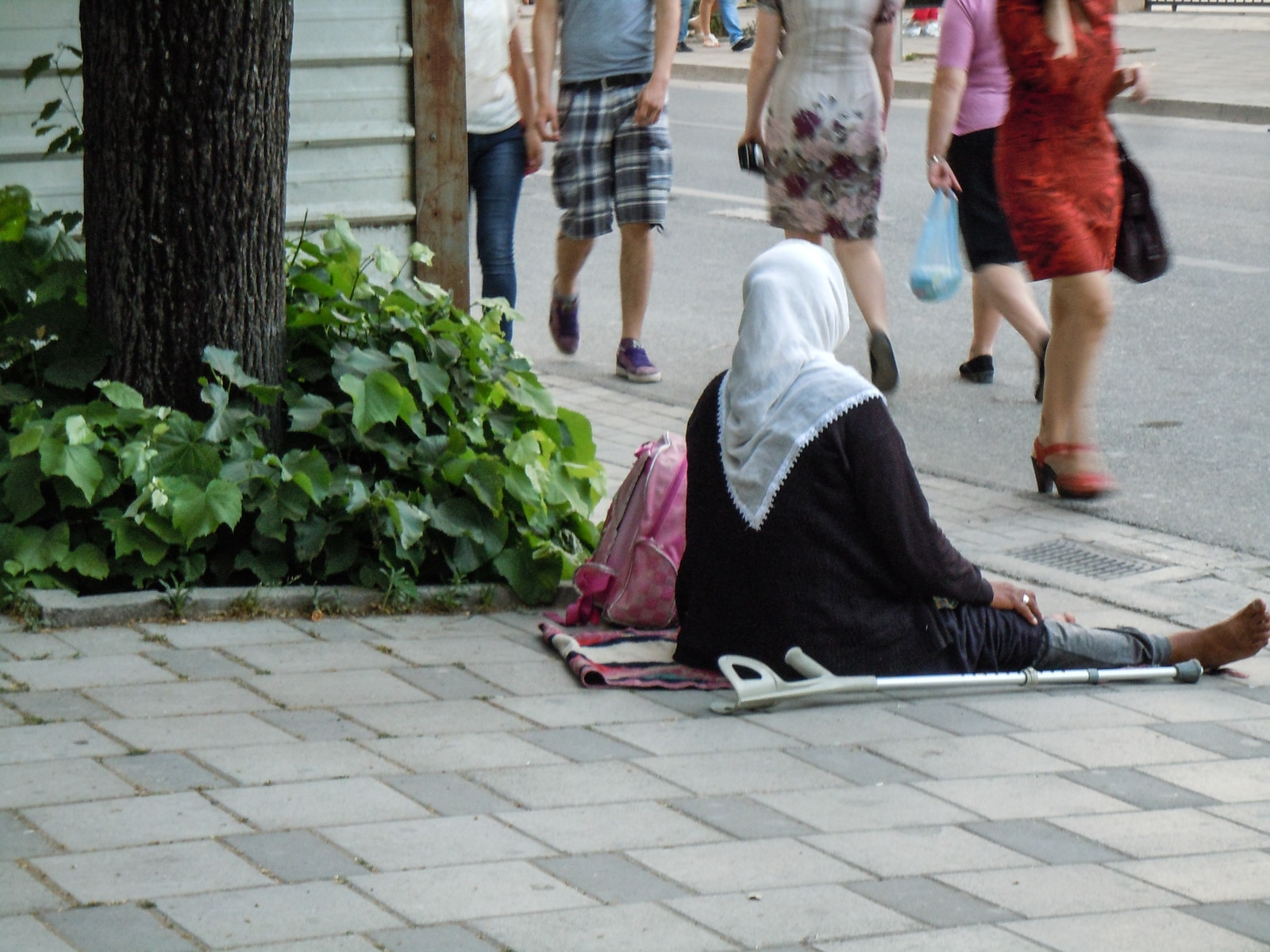 Tirana: begging on the street - in any weather