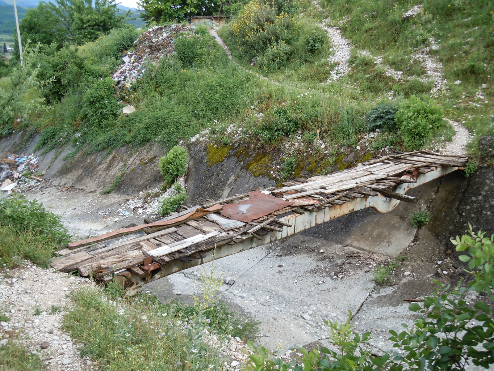 An improvised - and functional - bridge outside Përmet