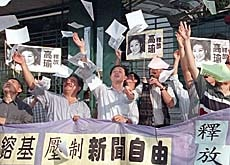 Pro-democracy activists in Hong Kong demand press freedom and the release of an imprsioned journalist