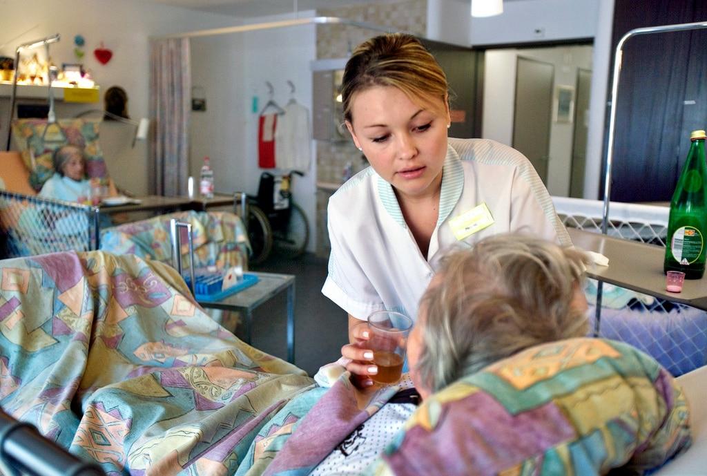 Работа в домах престарелых в швейцарии для русских какие справки нужны для попадания в дом престарелых