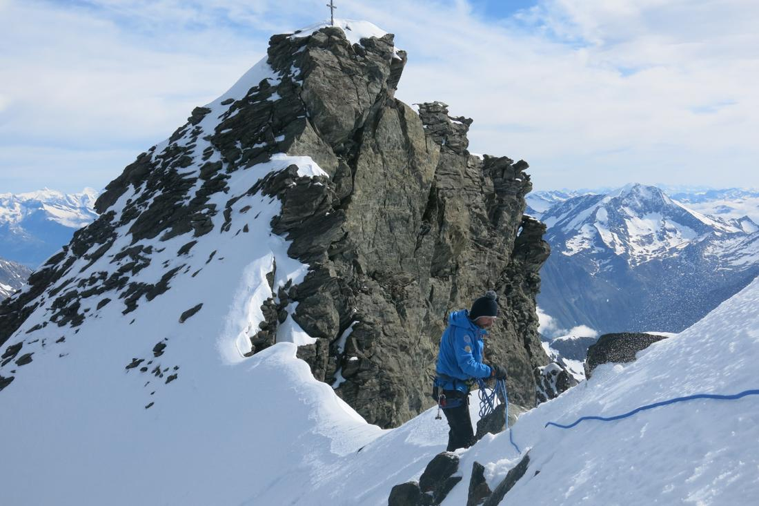 There was more snow than usual in late June on the Rimpfischhorn (John Heilprin/swissinfo.ch)