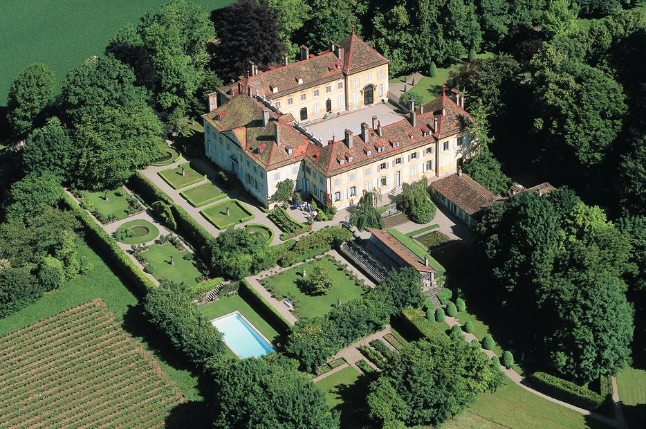 Family puts castle contents up for sale swi for Haute zurich