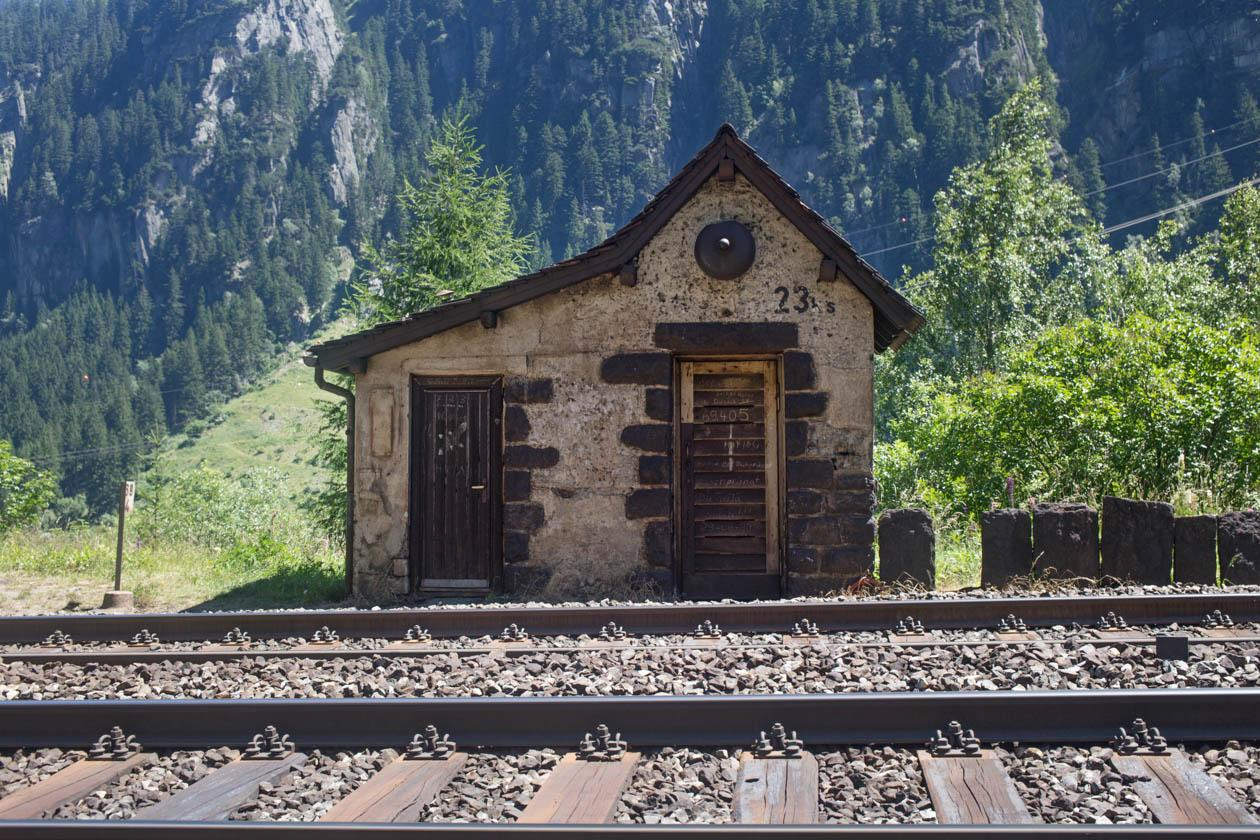 Before electrification, an electric cable ran along the entire railway, providing a telegraph and telephone link. A cabin was placed every 800 metres to protect it.