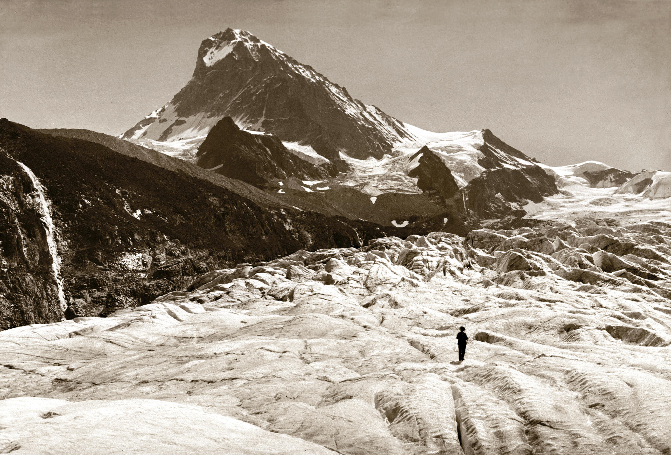 Archive photo, man standing on glacier