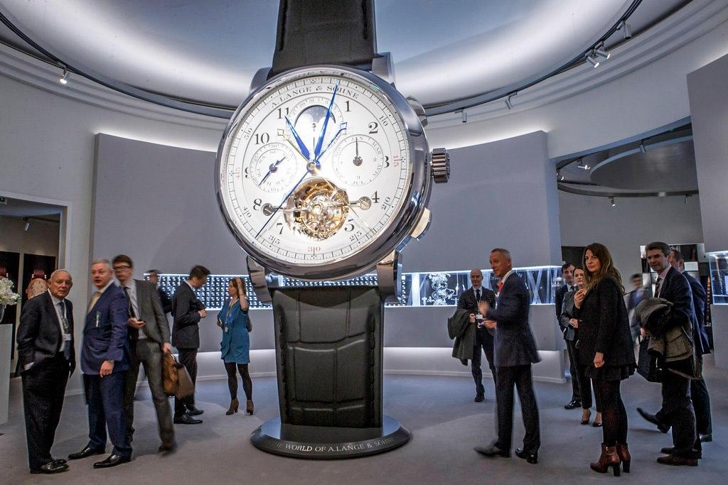 Le salon international de la haute horlogerie s ouvre au - Salon international de la haute horlogerie ...