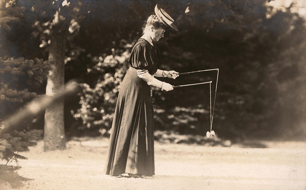Woman plays diabolo