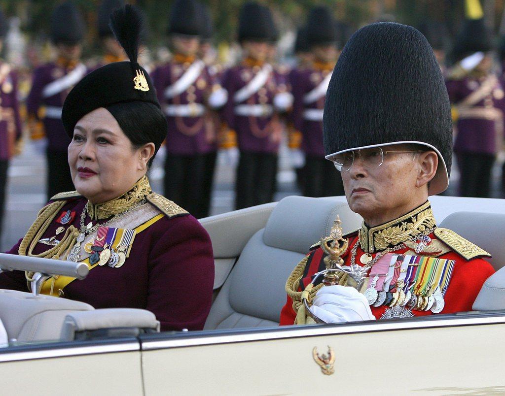Bangkok si prepara ai funerali di un re un po' svizzero