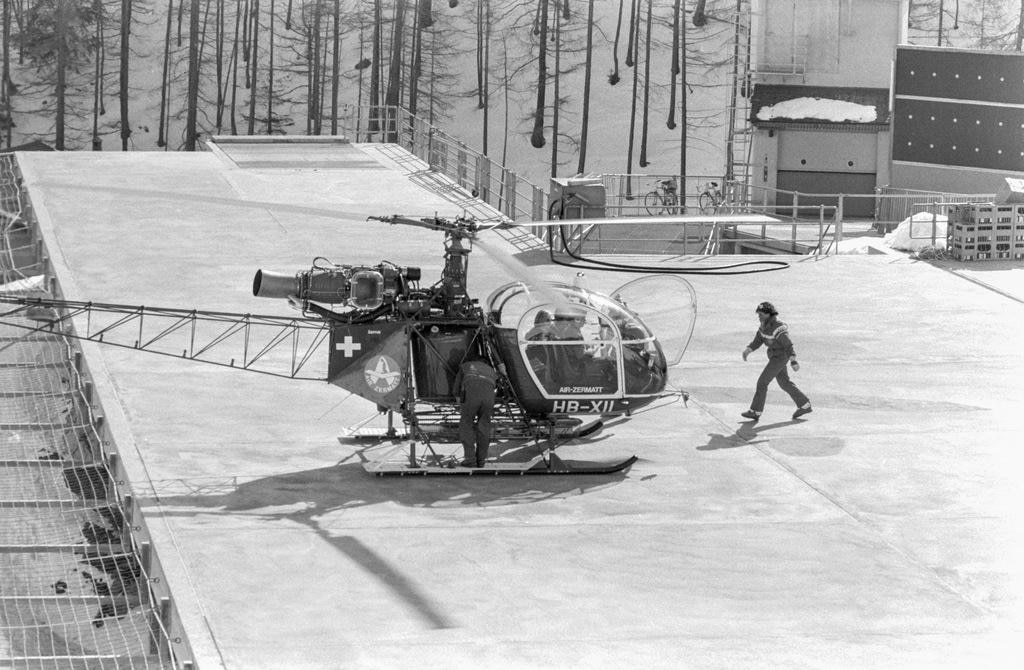 Black and white image of a helicopter