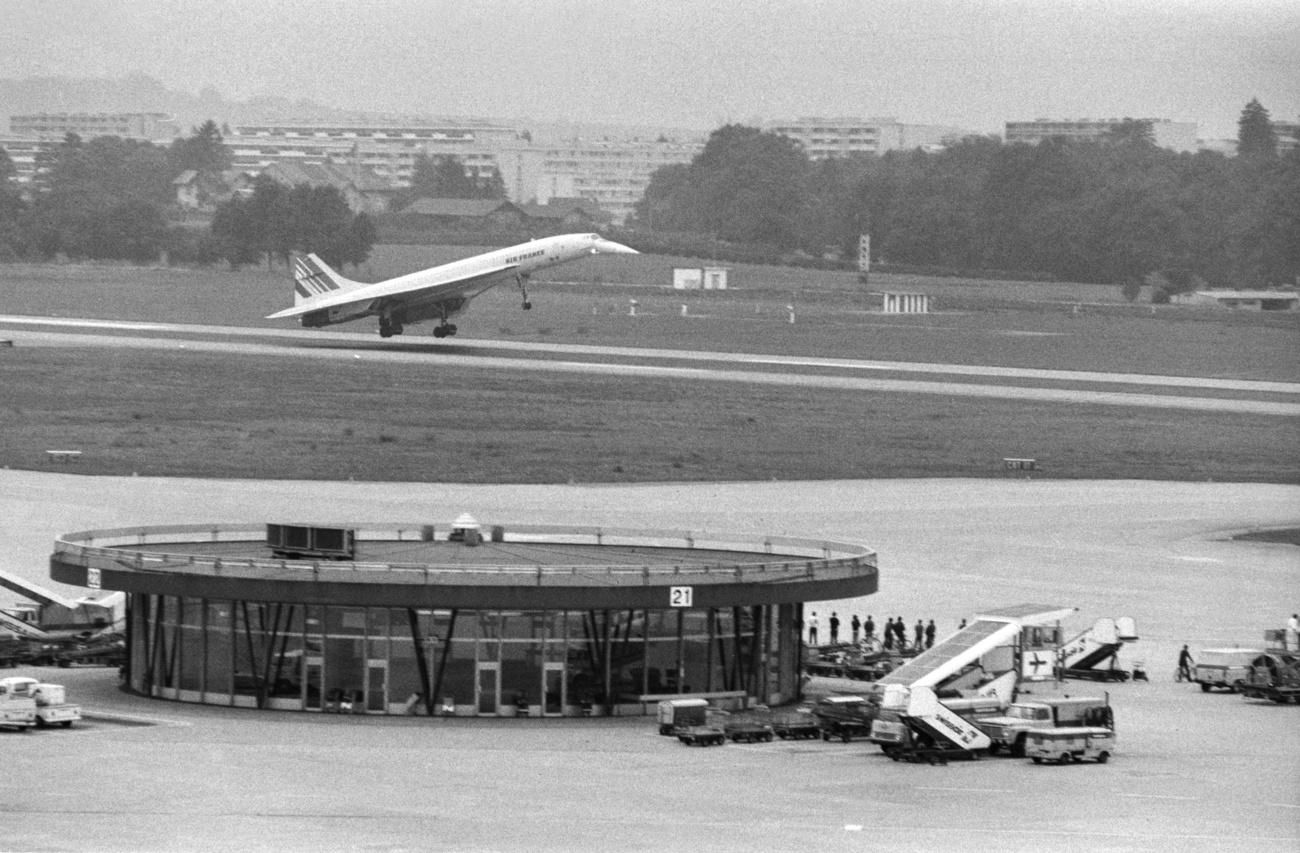 A Concorde of the French airline Air France lands at Geneva airport.