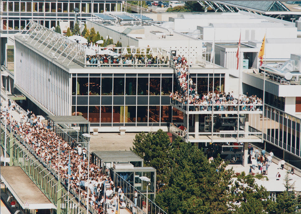 The old airport terrace in 1995, which offers an exceptional view of the runway.
