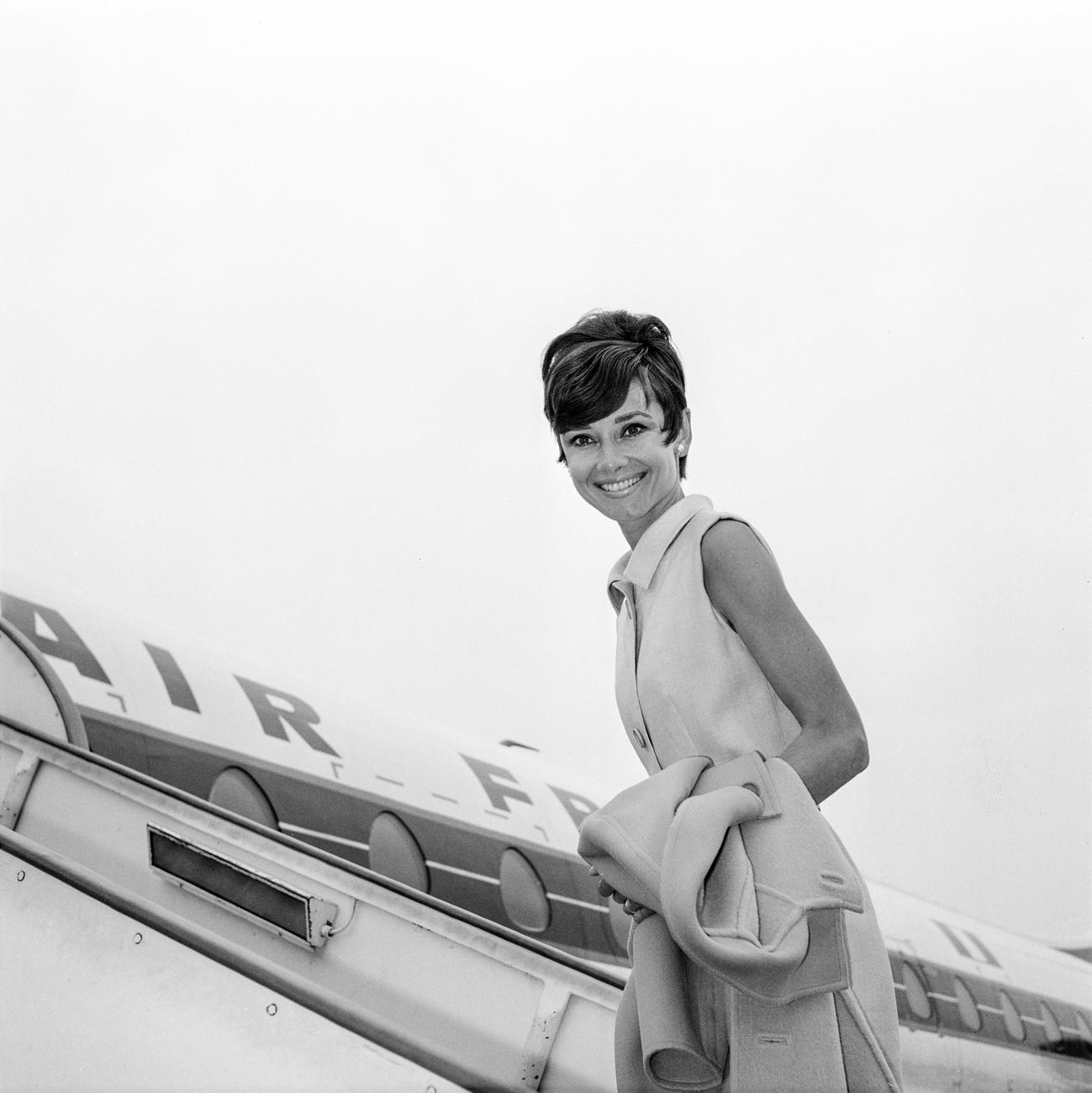 Actor Audrey Hepburn board a Air France airplane at Geneva Airport.