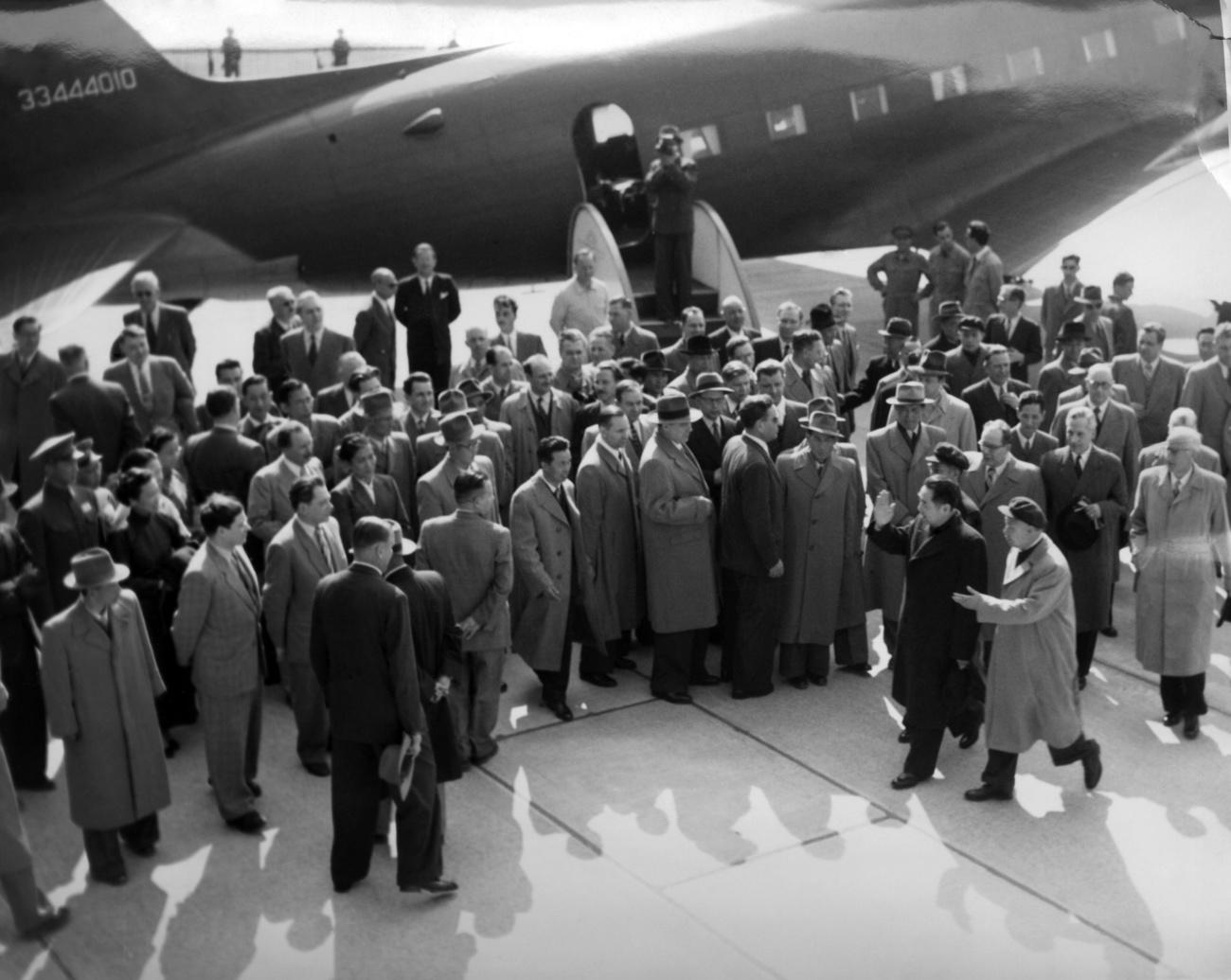 The arrival of Zhou Enlai at Geneva airport, April 24. 1954.