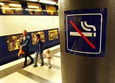"""No smoking"" signs are set to become common in Swiss stations"
