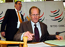 Economics Minister Joseph Deiss (front) was attending a meeting to discuss WTO negotiations