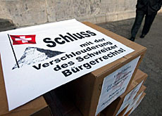 """No to the selling off of Swiss nationality,"" says the People's Party"