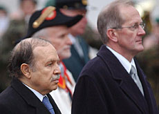 Deiss (right) welcomes President Bouteflika to Switzerland in 2004