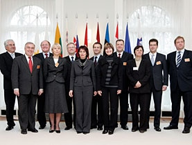 Doris Leuthard (centre left) and Micheline Calmy-Rey (centre right) with representatives of the ten new EU member states