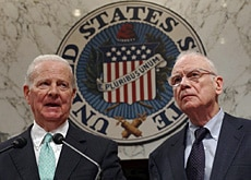 Co-chairmen James Baker (left) and Lee Hamilton present the report on Iraq