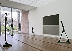 Natural light streams into all the rooms - here a Rothko room (Serge Hasenböhler)